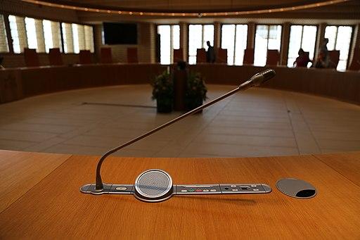 Plenarsaal des Liechtensteiner Landtags (Bild von Wikiolo, CC BY-SA 3.0)