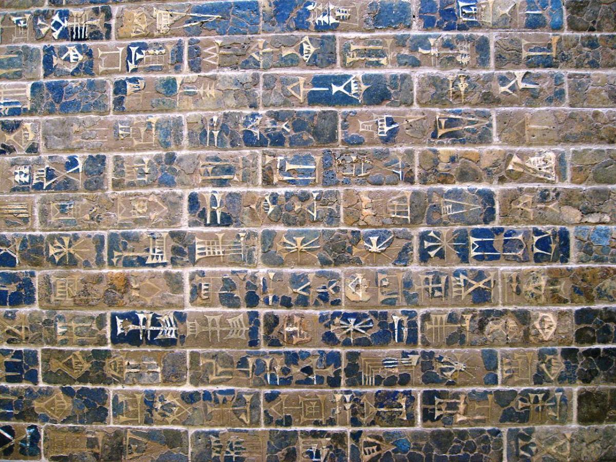 Akkadische Bauinschrift am Ištar-Tor von                     Babylon