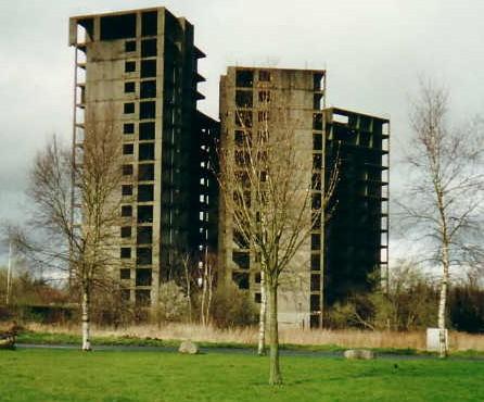 Bauruinen unvollendeter Hochhäuser