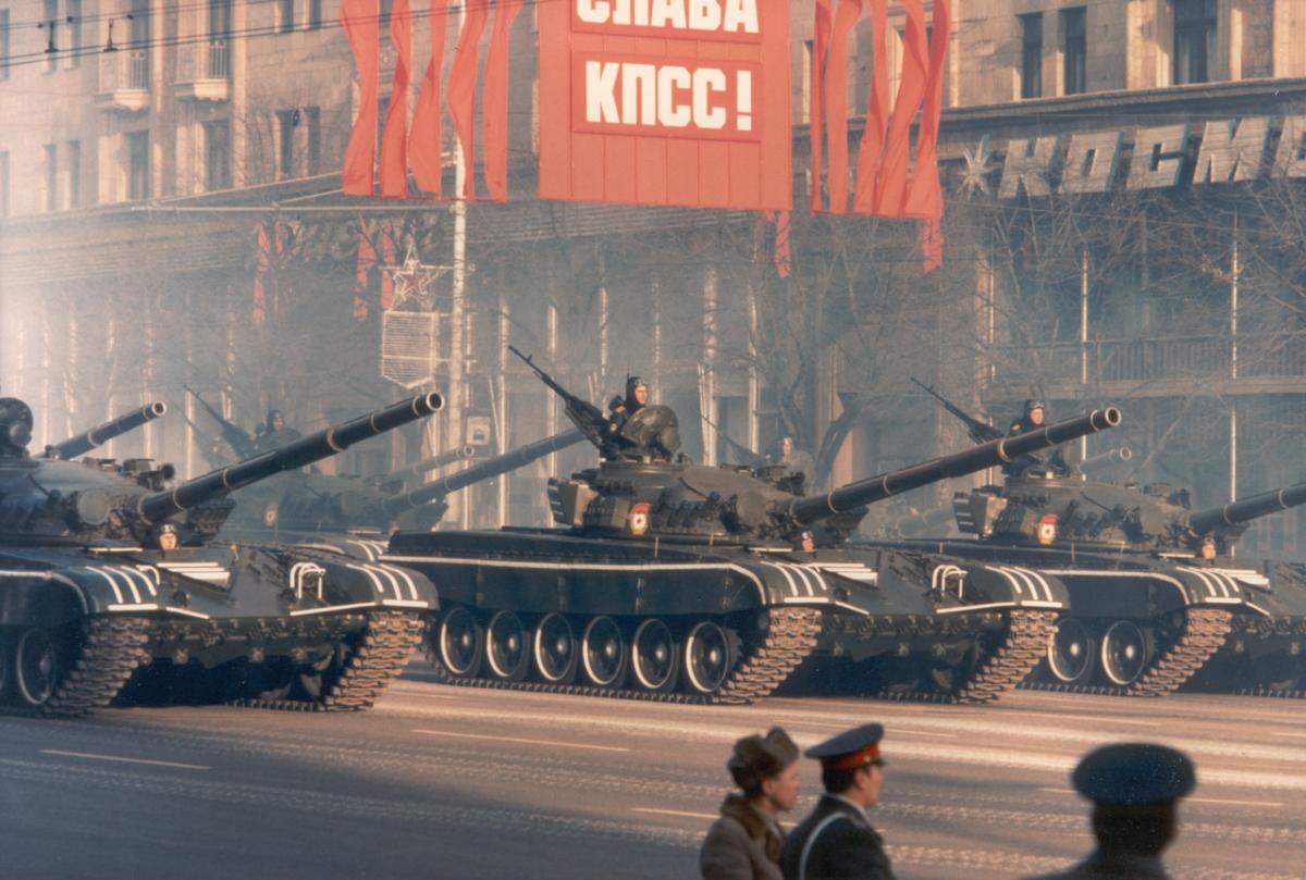 Kampfpanzer                     T-72