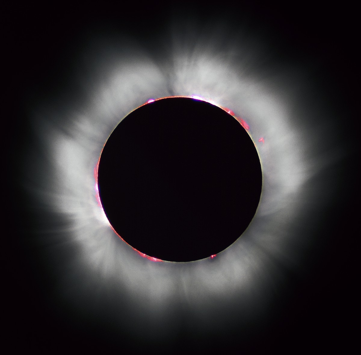 Korona der Sonne während der Sonnenfinsternis                     1999
