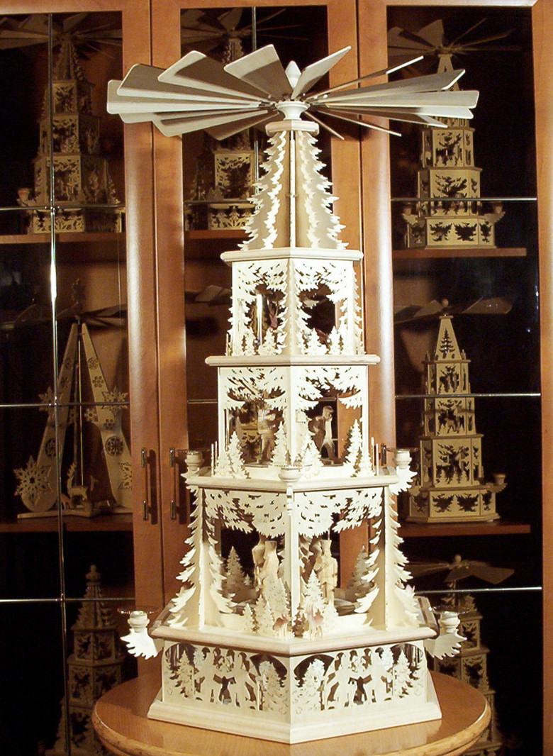 Große Weihnachtspyramide