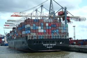 Containerschiff am Hamburger Container-Hafen